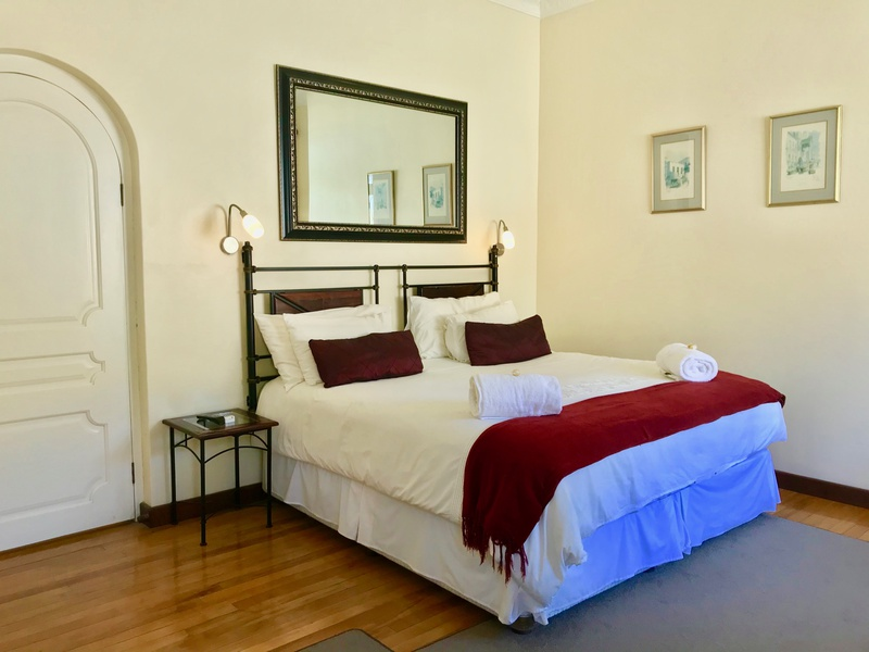 Room 6 : Luxury with Bath & Shower - Sundown Manor Guest House